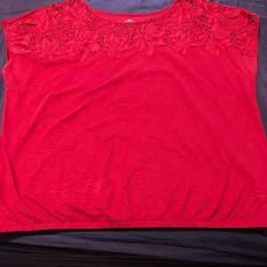 Red cotton t-shirt with chunky lace detail.
